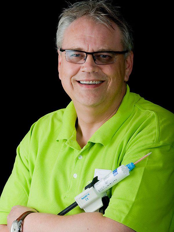 San Blummel, Tandarts-implantoloog, praktijkeigenaar