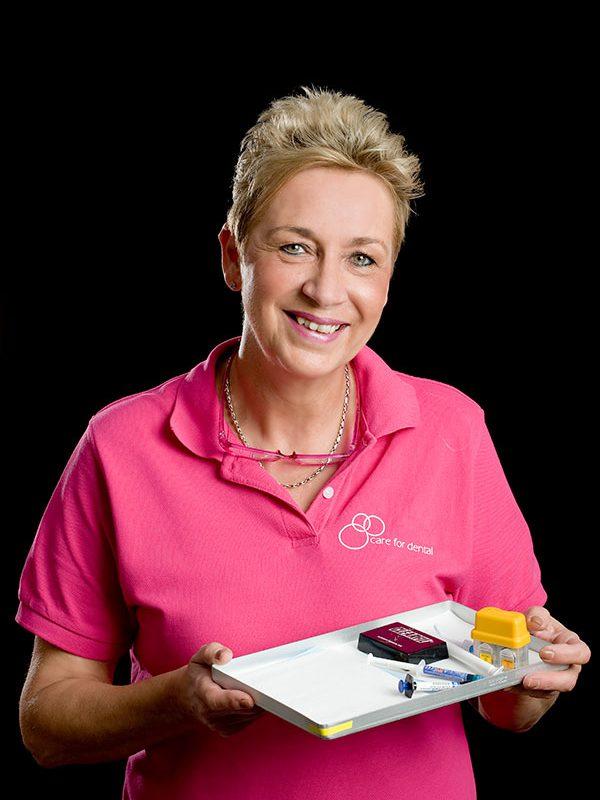 Anja van den Berg, Tandarts Assistent