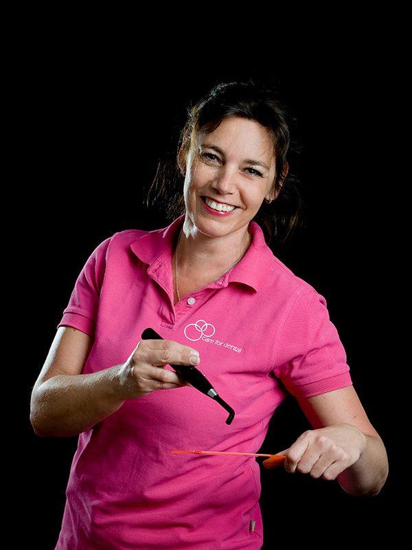 Brigitte Bonouvrie, Tandarts assistent